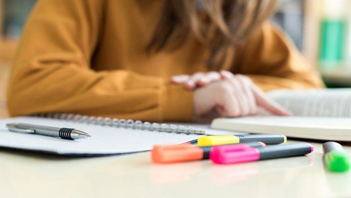 Πάνω από 16/20 μόνο φιλόλογος: Θα γράψεις σωστά τις λέξεις Δημοτικού που όλοι γράφουν λάθος;